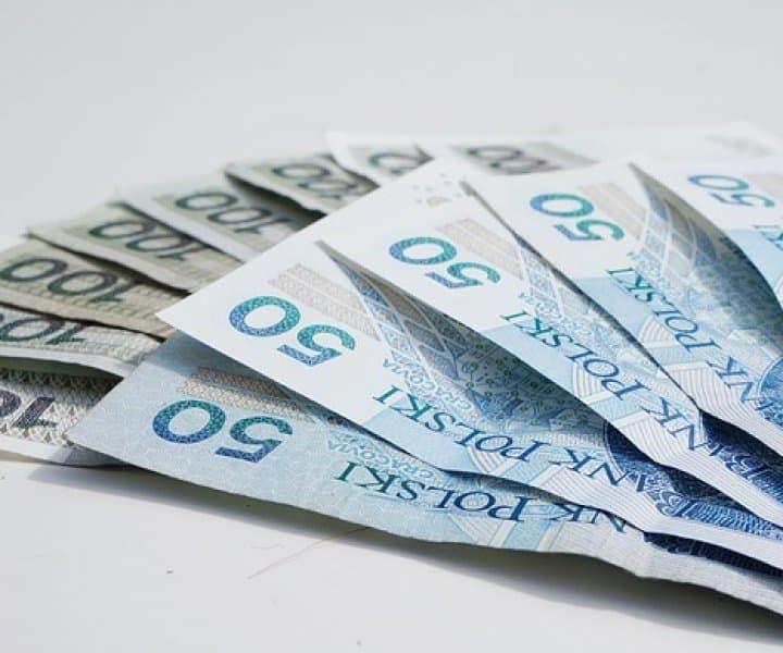 płatności gotówkowe powyżej 15